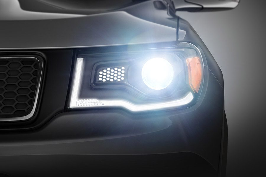 Jeep_Compass_2018_ExteriorFeature_HEADLAMPS-desktop