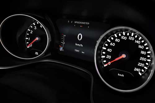 Jeep_Compass_InteriorTechnology_FULL-COLOUR-IN-CLUSTER-DISPLAY_web