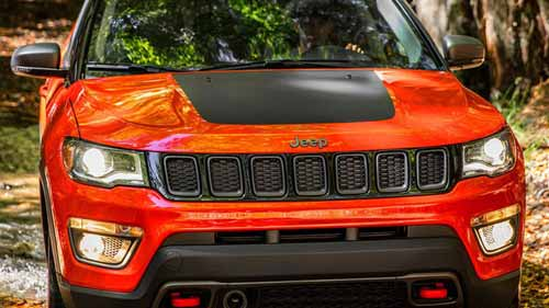 Jeep-Compass-Exterior-Jeep-Design-Signature-Grille-web