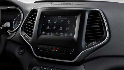 Jeep-Cherokee-Uconnect-4-with-7-Inch-TouchscreenFeatures-web