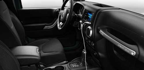 Jeep-Wrangler-JK-Interior-Uconnect-Connectivity-web
