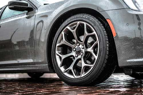 Chrysler-300-exterior-features-choice-rims-web