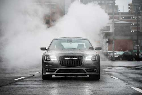 Chrysler-300-exterior-features-refined-aggressive-web