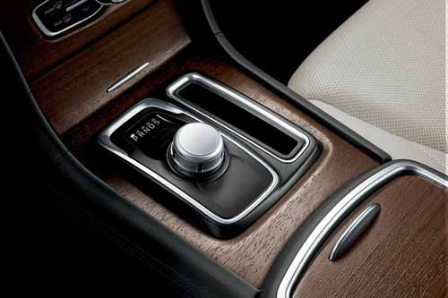 Chrysler-300-efficiency-class-exclusive-8-Speed-web