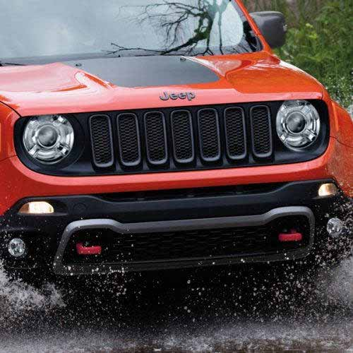 JEEP-Renegade-Exterior-Trailhawk-Gray-Grille-Accents-web