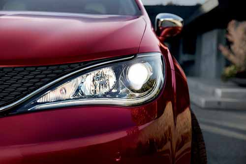 Chrysler-Pacifica-Exterior-Features-led-lights
