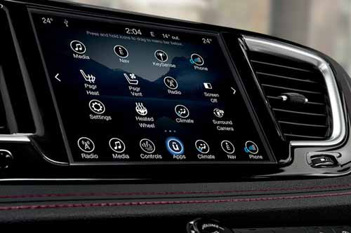 Chrysler-Pacifica-Interior-Features-touchscreen