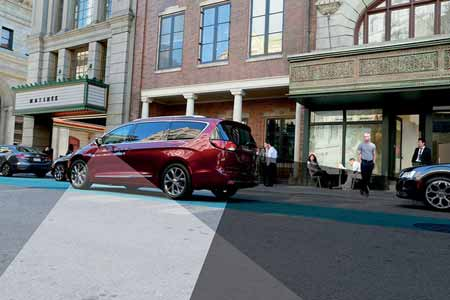 Chrysler-Pacifica-Safety-Features-park-assist