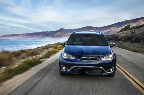 Chrysler-Pacifica-Hyb-Exterior-Features-lights