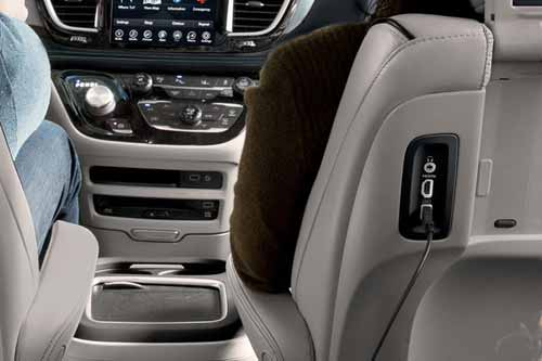 Chrysler-Pacifica-Hyb-Interior-Features-usb
