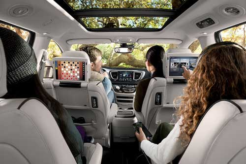 Chrysler-Pacifica-Hyb-Interior-Features-2nd-row