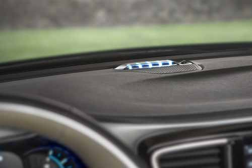 Chrysler-Pacifica-Hyb-Perf-Features-charge