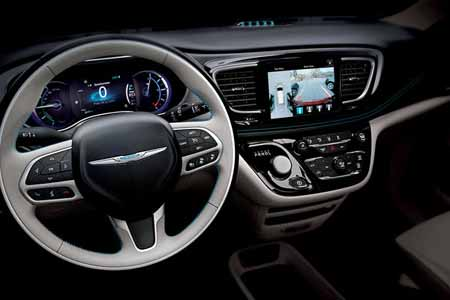 Chrysler-Pacifica-Hyb-Safety-Features-camera