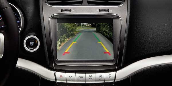 Dodge_Journey_Technology_features-back-up-camera