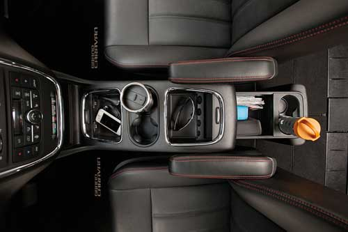 Grande-Caravan-Interior-feature-console