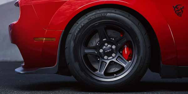 Dodge-Challenger-Exterior-Wheels