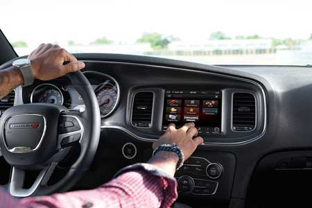 dodge-charger-tech-feature-siriusxmtm-travel-link-traffic-plus-and-guardian