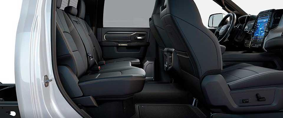 2019-ram-chassis-cab-interior-versatility