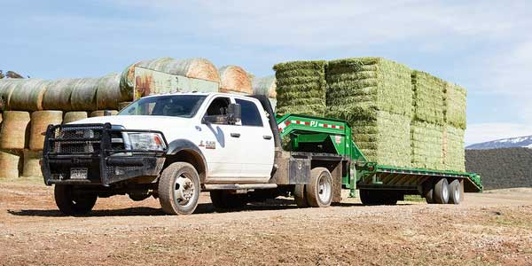 Ram_ChassisCab_TowlingHauling_TOWING_AND_HAULING