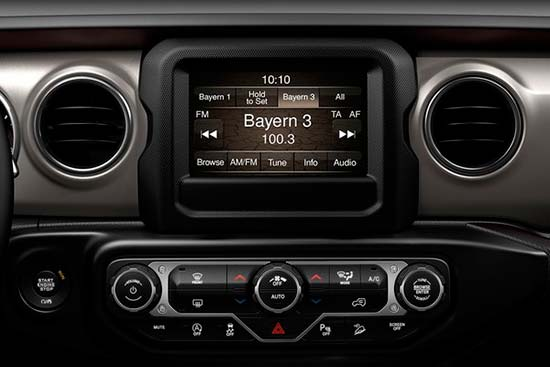 jeep-gladiator-interior-features-uconnect-touchscreen-radio