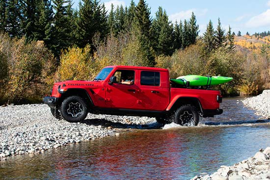 jeep-gladiator-capability-crossing-river-kayak