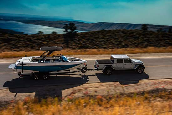 jeep-gladiator-capability-towing-boat