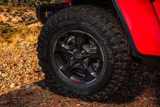 jeep-gladiator-exterior-features-33inch-wheel