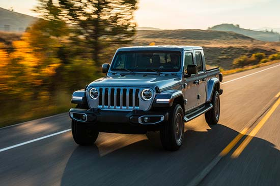 jeep-gladiator-exterior-features-grey-driving